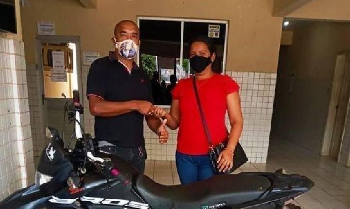 MOTOCICLETA ROUBADA É RECUPERADA PELA POLÍCIA CIVIL